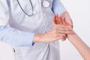 副乳位置酸脹怎么回事