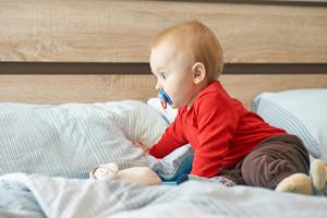 小孩睡覺會哭醒怎么回事