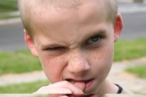 小孩總吐粘液是怎么回事