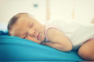 一次性嬰兒隔尿墊怎么使用