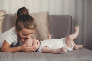 一个月婴儿肺炎怎么治
